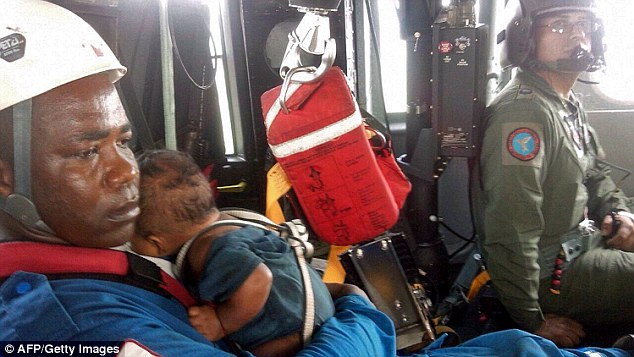 Mother and Baby Found Alive 5 Days After Columbia Plane Crashed in the Jungle 4