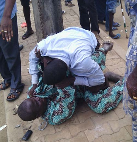 Two men fight publicly in Lagos, complain to Police after one refused to pay the other after they had ana.l s.ex