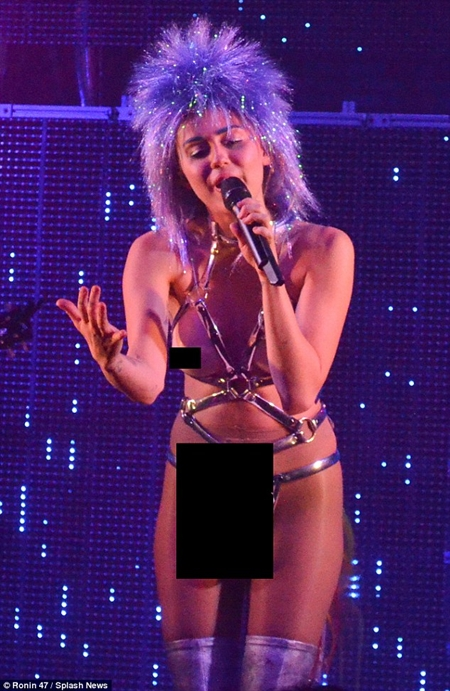 miley cyrus dick naked