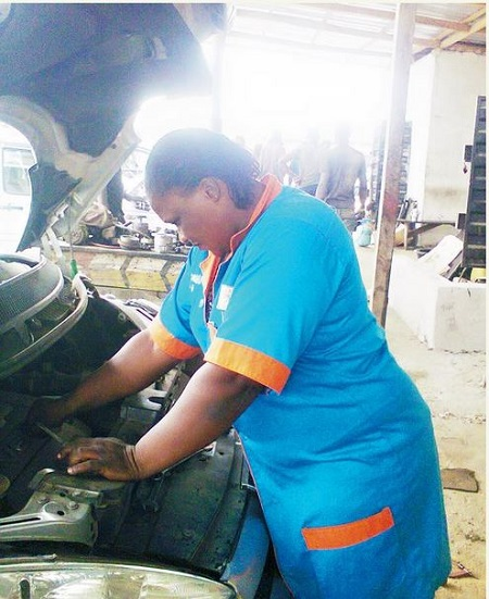 mechanic falls single women American airlines recently changed course by contacting the twu-iam association  the twu-iam association mechanic  who had never participated in a single.