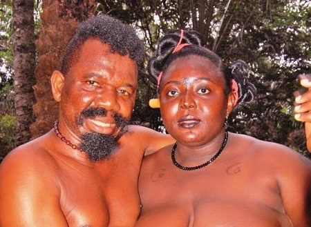 Chiwetalu Agu Caught Touching The Nked Breasts Of An Actress Photos