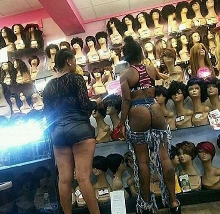 {filename}-Do You Think This Is Fashion Or Madness? See What This Woman Was Caught Wearing In Public