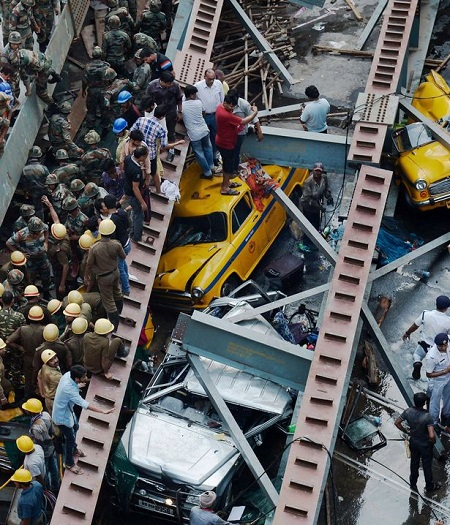 Shocking! See The Unbelievable Moment A Flyover Collapsed On People And Cars Killing At Least 14 (Video)