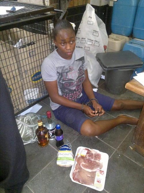 Oh No! Pretty Woman Disgraced After She was Caught Stealing ata Supermarket (Photos)