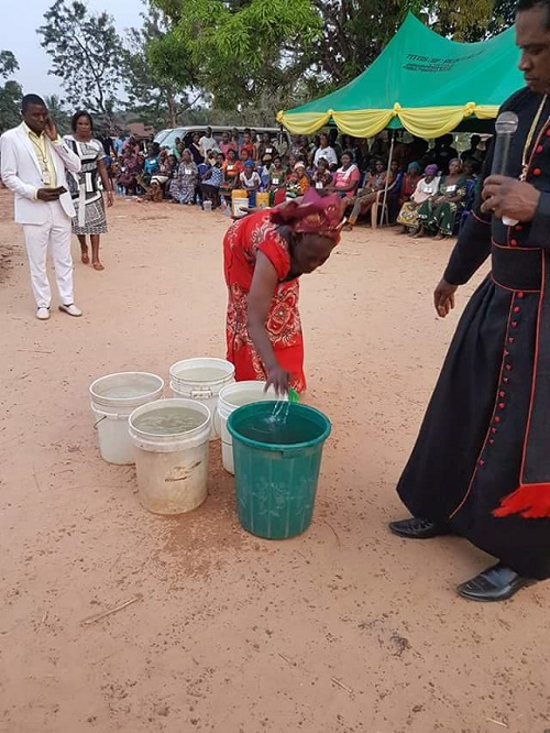 {filename}-Is This Charm??? See The Miracle Performed By A Pastor In Ebonyi That Has Got People Talking(pix)