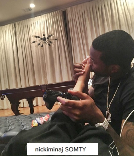 Suck On My Toes Baby Nicki Minaj Reveals Glimpse Of Sx Life With Lover Meek Mill In Saucy Bedroom Photo