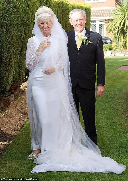 Old couple wear the same wedding outfit they wore 50 years for I give it a year wedding dress