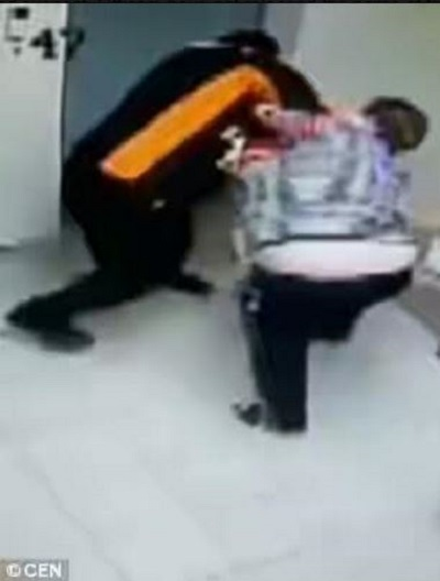 Fearless! See How a Brave Female Supermarket Attendant Fought Off an Armed Attacker (Video)