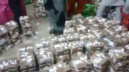 shocker efcc discovers n449m inside abandoned bureau de change in lagos video. Black Bedroom Furniture Sets. Home Design Ideas