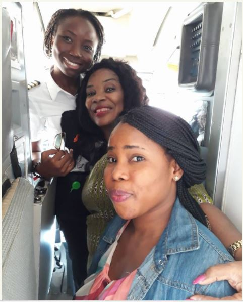 Passengers Take Selfie with 25-Year-old Female Pilot After Flight to Abuja (Photos)