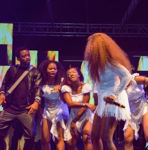 Nigerian Singer, Tiwa Savage Fights Dirty in Public (Photos)