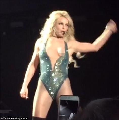 Britney spears wardrobe malfunction uncensored