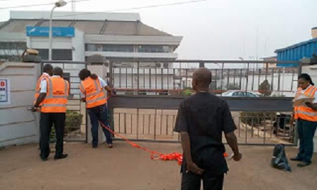 Bank Workers Forced Out As Enugu Government Seals Off Access, Stanbic IBTC, Skye Bank and Five Other Top Banks in the State (See Photos)