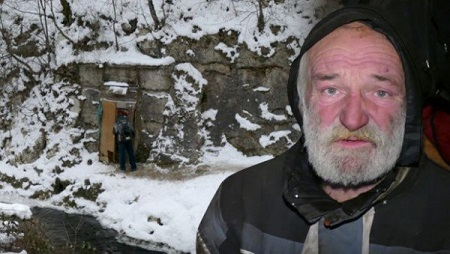 Unbelievable! Meet the Old Man Who Has Been Living Inside a Cave for the Past 10 Years (Photos)