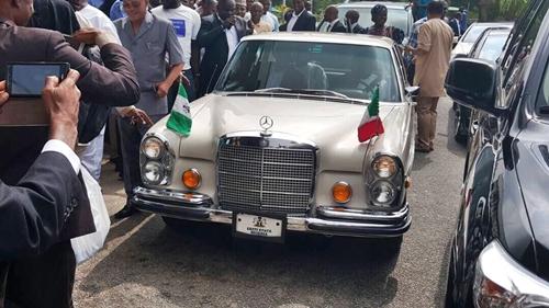 PDP Judgement: Gov. Fayose's Vintage Mercedes Car Turns Centre of Attraction at Supreme Court (Photos)
