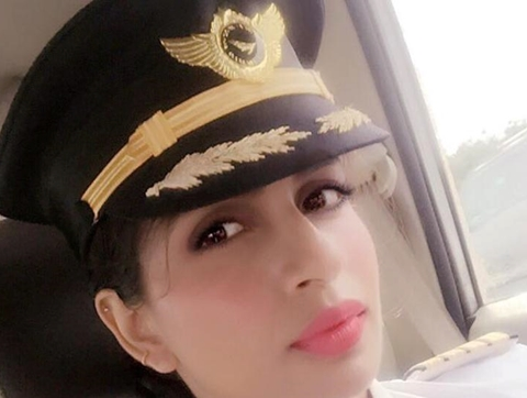 How Lady Whose Dream was to be a Pilot Becomes the World's Youngest Female to Fly Boeing 777 (Photos)