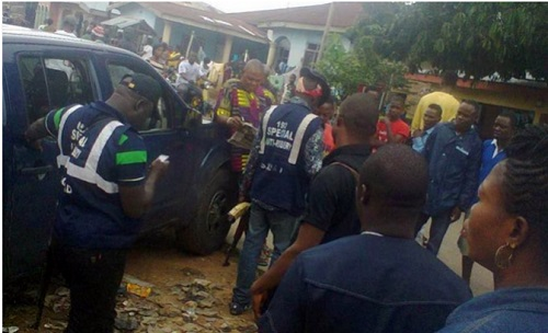 Commotion as Huge Crowd Prevents Police Team From Abuja From Arresting Cross River Monarch (Photos)