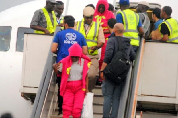 Some Nigerian migrants have arrived aboard a chartered Libyan Airlines aircraft with registration number 5A-LAR on their own volition.
