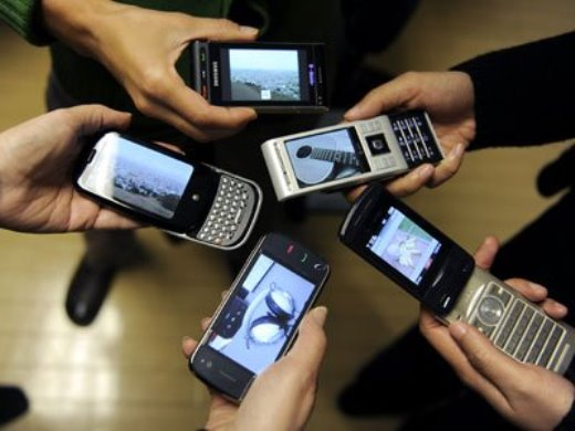 Police Arrest 3 Chinese Criminals with 474 iPhones, 350,000 SIM Cards