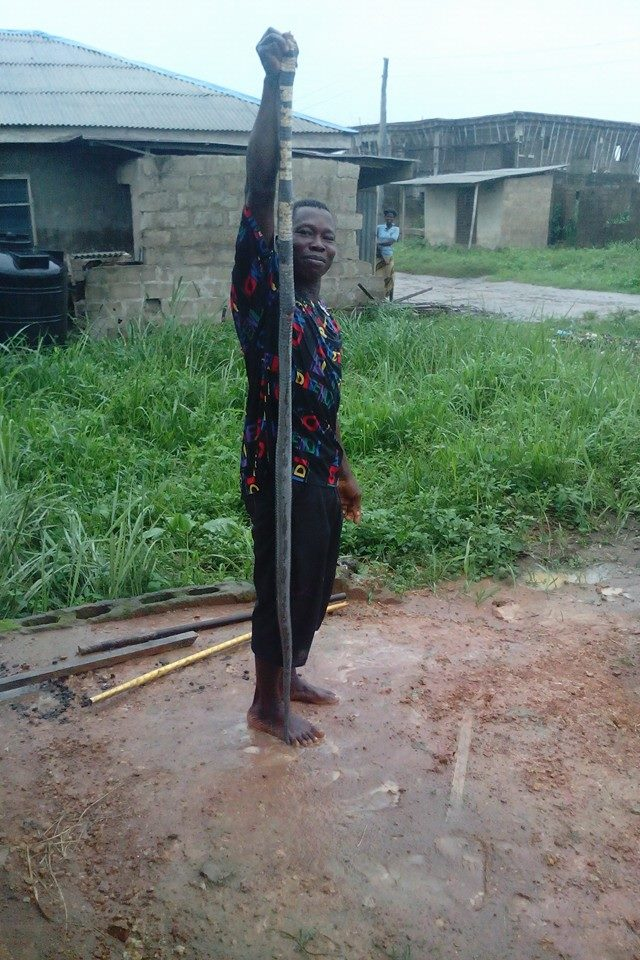 Long Huge Snake Terrorizing a Fish Pond in Ogun State Killed and Used for Peppersoup (Photos)