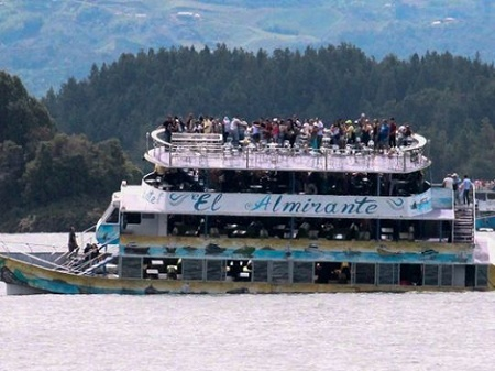 6 Dead, Dozens Missing after Tourist Boat Carrying Over 160 Passengers Capsizes (Photo)