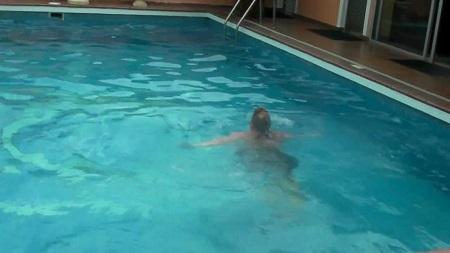 Tragic Man Found Dead In A Hotel Swimming Pool Police Begin Investigation Into Cause Of Death