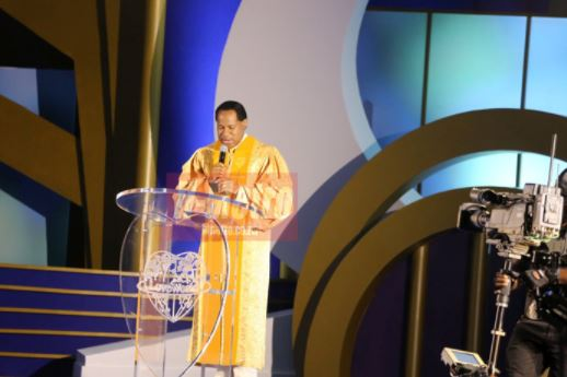 Pastor Chris Oyakhilome Gives Woman N3million During Church Service (Photos)