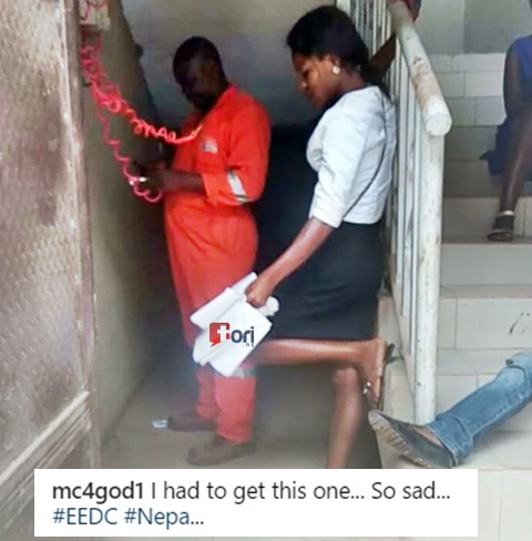 PHCN Officials Turned to a Laughing Stock After They Came to Disconnect Light at a House (Watch)