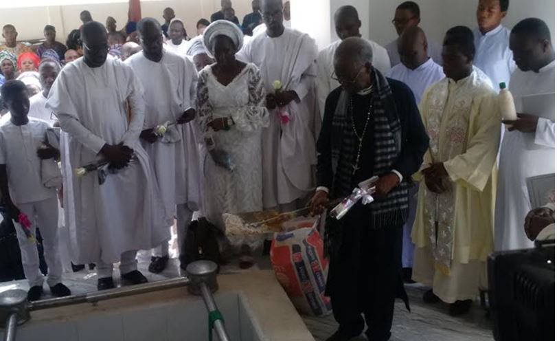 Jonathan, Others Storm Edo as Anenih's Wife, Patricia is Buried Amid Tears (Photo)