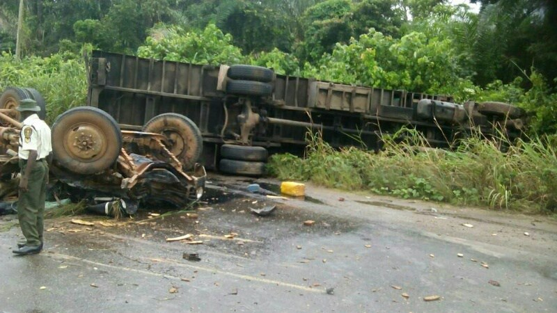 Passengers Narrowly Escape Death As Truck Falls On Vehicles In Lagos