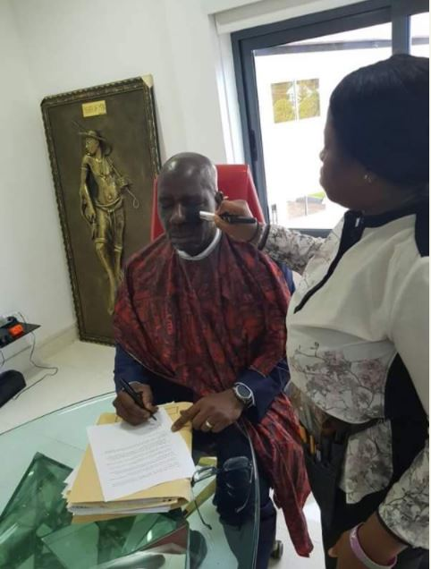 See the Moment a Lady Applied Makeup On Governor Obaseki's Face (Photos)