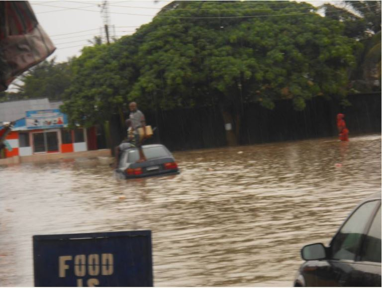 Man Climbs and Relaxes On Top His Car After It was Submerged by Flood in Calabar (Photos)
