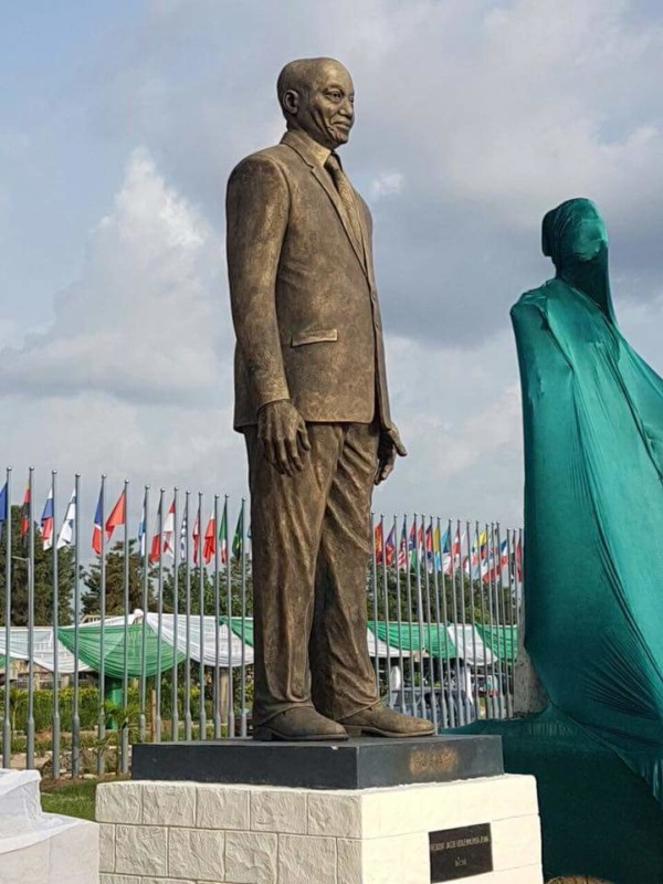 Drama as Labour Rejects Zuma's Statue in Owerri, Demands Its Pull Down