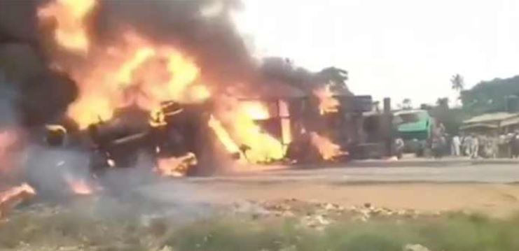 Just-In: Fire Outbreak As Tanker, Commercial Bus Crash On Lagos-Ibadan Expressway