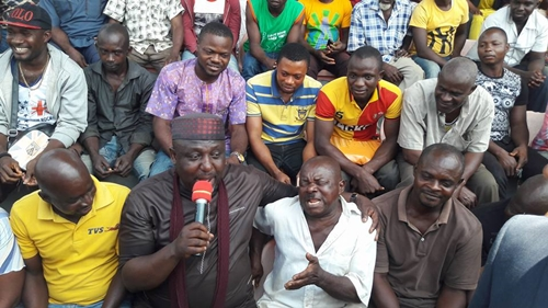 Governor Okorocha Spotted Singing and Rejoicing with Keke Napep Riders Publicly in Owerri (Photos)
