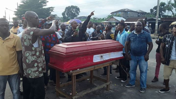 Youths Dance Round Coffin As They Ambush Oil Company In Akwa Ibom Again (Photos)