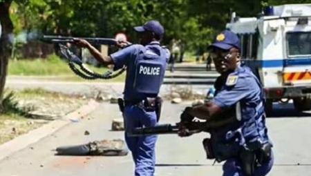 5 South African Police Officers in Hot Soup After Robbing a Nigerian Businessman the Sum of 61,000 US Dollars