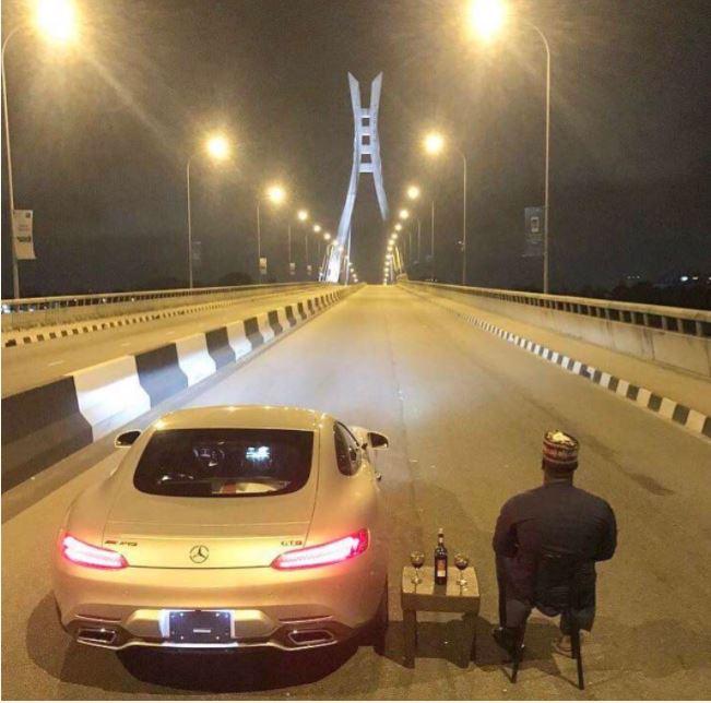 See What a 'Big Man' was Seen Doing on the Lekki-Ikoyi Bridge in Lagos (Photos)