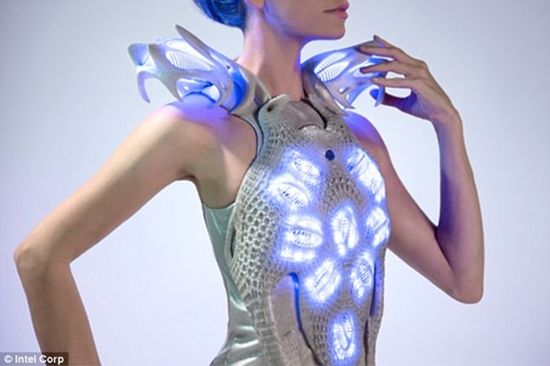 Fashion Designer Creates Stunning Dress Which Lights Up the Wearer's Heartbeat (Photos)