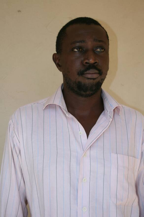Nigerian Man Who Specializes in Using Fake SMS to Defraud Innocent People Finally Caught by the EFCC (Photo)