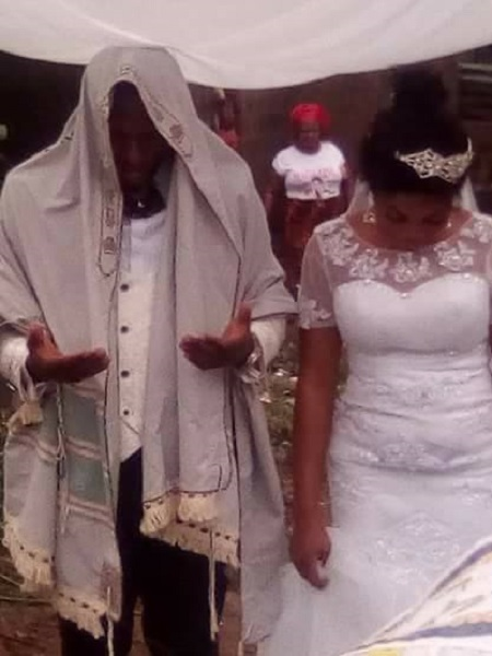IPOB Member Weds His Bride In A Jewish Way In Anambra (Photos)