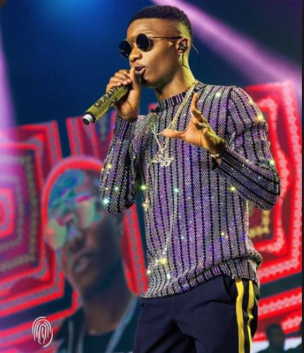 Wizkid Cautions Bodyguard After He Hit His Fans At His Show (Video)