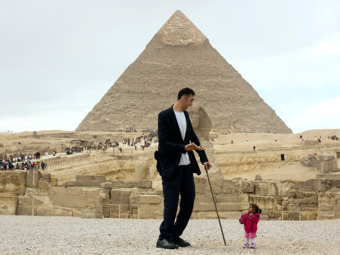 The World's Smallest Woman Meets The World's Tallest Man In Egypt (Photos)