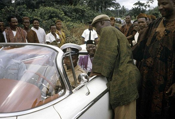 Throwback Photos Of Dr. Nnamdi Azikiwe And His Car In 1959 (Photos)