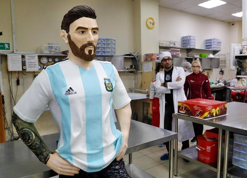 World Cup: Lionel Messi Honoured By Russians In Giant Chocolate Cake for 31st Birthday (Photos)