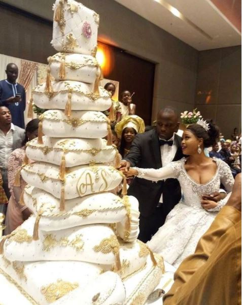 latest wedding cakes in nigeria so magnificent see the expensive cake seen at a 16761