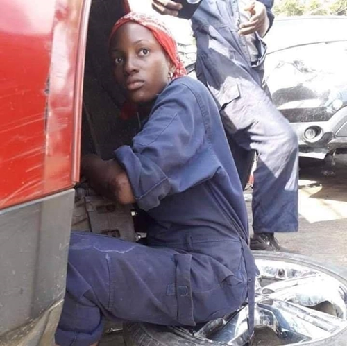 Pretty And Talented Lady Mechanic Who Is Doing The Extraordinary In Abuja