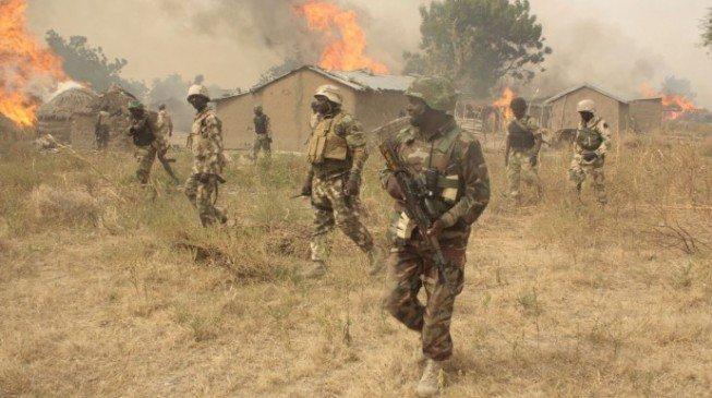 [Image: Soldiers-n-boko-haram.jpg]