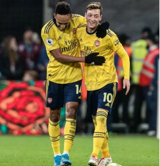 Pierre-Emerick Aubameyang, Mesut Ozil