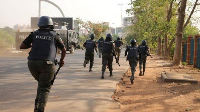 two men attack policemen